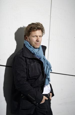 (c) Peter Knutson